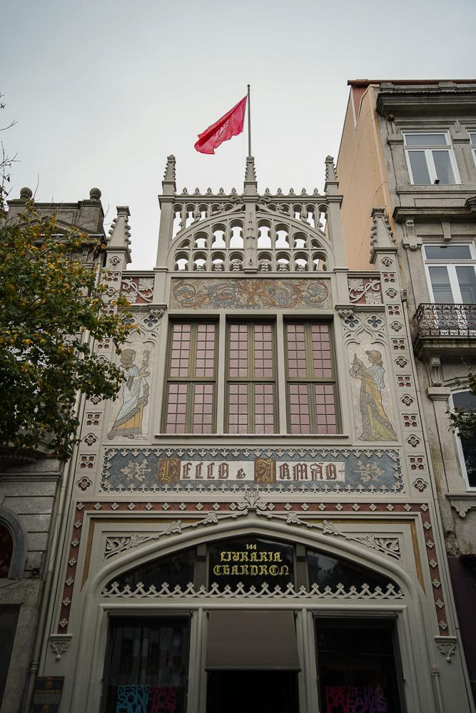 Façade de la librairie Lello à Porto (Portugal)